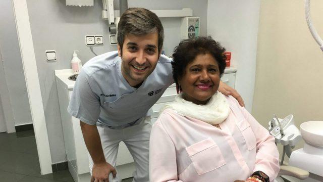 Due pazienti ci raccontano la loro esperienza con gli impianti dentali